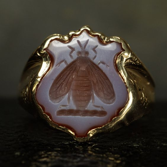 Superb antique signet ring with a shield-shaped sardonyx panel carved with a bee intaglio. This crest is similar to the mascot of Manchester. According to Fairbairn's Book of Crests, the bee was adopted by the Abercrombie, Gentle, Innes, Stewart, and Whitelaw families - amongst others.