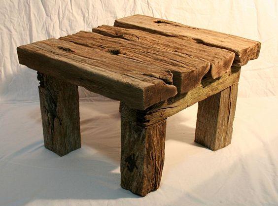 Julia's Driftwood Furniture Driftwood Table 01. Gosto de ver a reutilização da matéria.