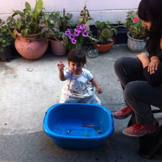WOW!!! IO entretenidose  con una tina de agua hoy que tanto calor hace.