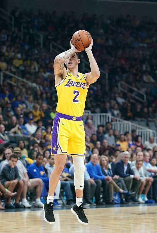 Pin By Tasha Starr Lakercrew Presente On Lakercrew 2 Lonzo Ball Los Angeles Lakers Basketball Los Angeles Lakers