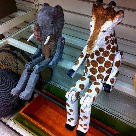 Home decor....I want the Giraffe.. :)