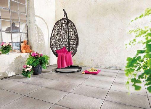 Homeplaza - Balkon und Terrasse mit modernen Platten aus Beton schöner sanieren - XL-Format schafft Ambiente
