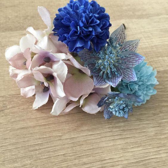 青い鳥オリジナルのお花の髪飾り只今準備中ですブルー系やパープル系のドレスにぴったりです ピアノ バイオリン ピアノ発表会 発表会ドレス 子供ドレス コンクール ピアノ教室 コンクールドレス キッズドレス 子供 女の子ママ ピアノドレス