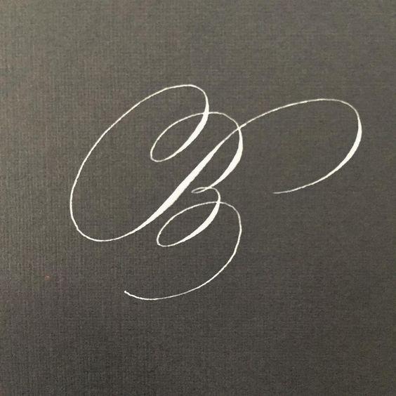 Gaby Mercado Gm Caligrafia On Instagram Flourished Lilly Script B A Lot Of Ov Copperplate Calligraphy Hand Lettering Alphabet Lettering Alphabet Fonts
