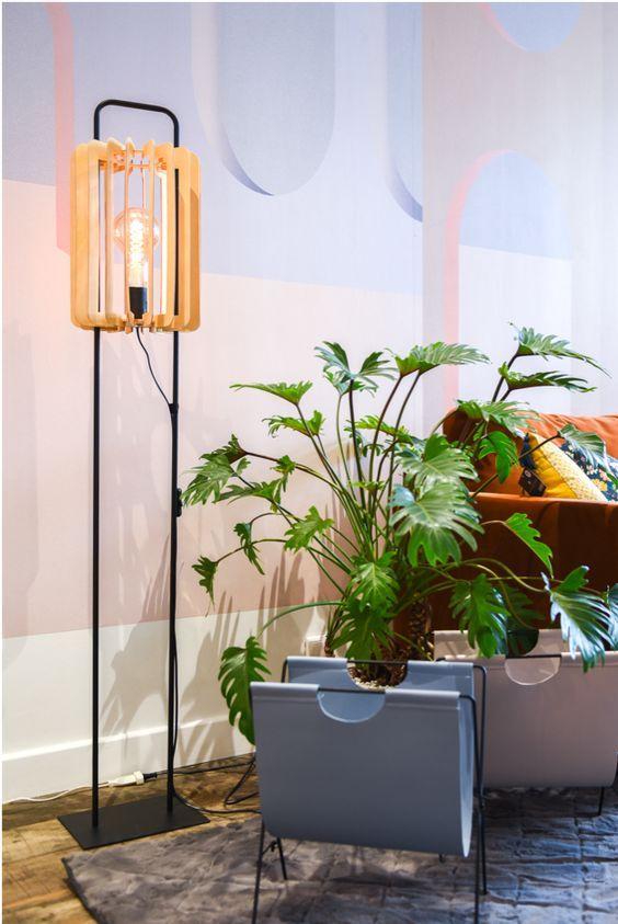 Salon Deco Et Original Avec Le Lampadaire En Metal Et Bois Ideal Pour Coin Lecture Cosy Hygge Deco Salon Lampadaire Deco