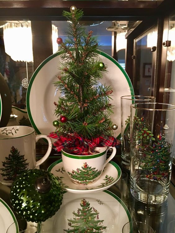 60 Best Christmas Table Decor Ideas For Christmas 2019 Where Traditions Meets Grandeur In 2020 Christmas Table Decorations Christmas Table Christmas Decorations