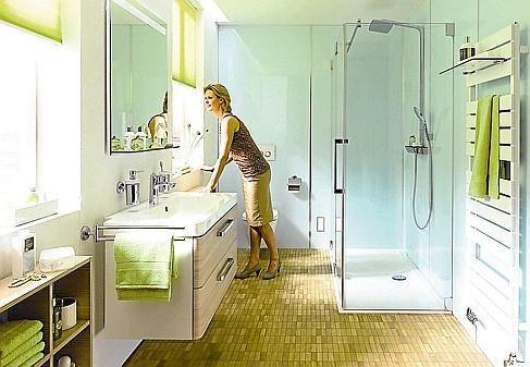 Badezimmer: 70-er Jahre hinter Acrylglas verschwinden lassen