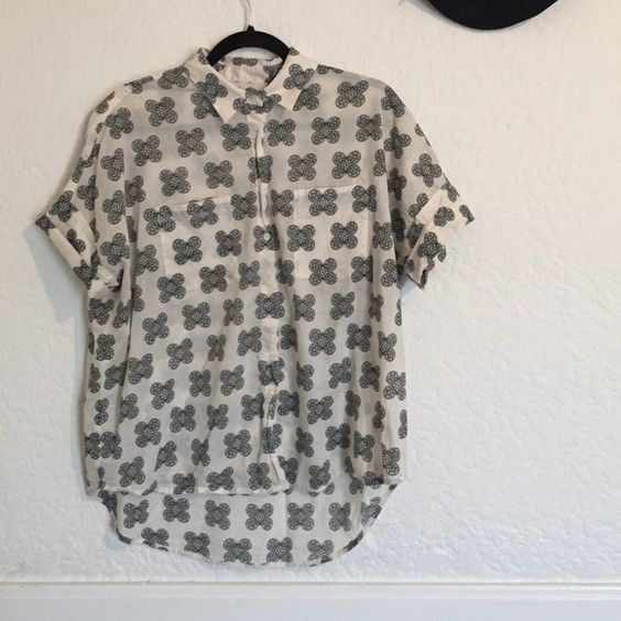 Madewell Cotton Courier Shirt Short sleeved oversized button up shirt. Soft and roomy. Great condition. Madewell Tops Button Down Shirts