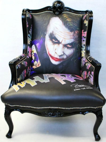 Chairs jokers and the joker on pinterest for Harley quinn bedroom designs