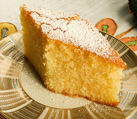 Eines meiner Lieblingsrezepte von Mama Perihan. Diesen Kuchen gab es bei uns immer an Wochenenden zu besonderen Anlässen und das war eigentlich immer gleichgeschaltet mit Besuch, der erwartet wurde. Ein perfekter Energiespender für die kalten Wintertage. Grieß und Joghurt vereint in einem saftigen Kuchen, serviert mit türkischem Tee oder Mokka. Einfach lecker!   Rezept für Joghurtkuchen