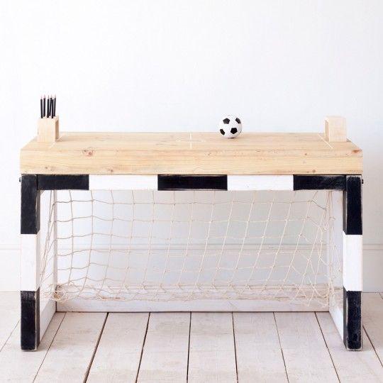 Bureau pour un petit garçon fan de foot.