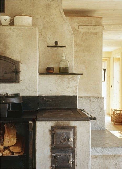 Old fashioned #kitchen.  Maybe not practical but a great #vintage look!
