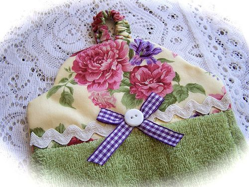 Towel topper with roses.