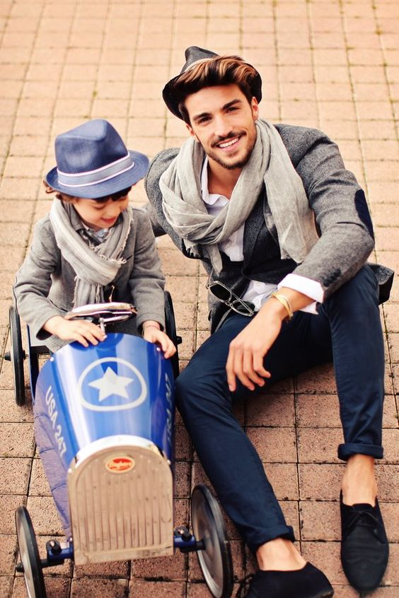 erfect fall outfits for you and your son, the hat is the key of all your look: