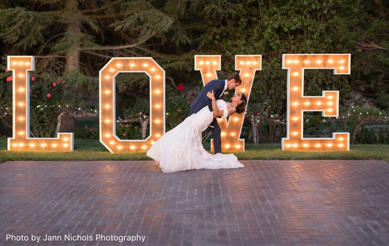 Awesome Photo Booth Ideas for Cherished wedding Selfies and Allfies, 293ca88d78cb097c8b917cc0e7c89bba