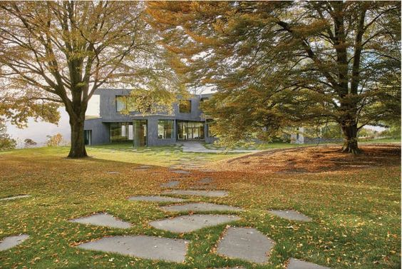 The Talk of the Town: A Restrained Landscape for a Modernist Estate in Hastings-on-Hudson - Gardenista