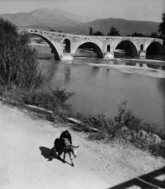 HANS HOLDT & HUGO VON HOFMANNSTHAL APTA - 1927 - ΤΟ ΞΑΚΟΥΣΤΟ ΓΕΦΥΡΙ ΤΗΣ