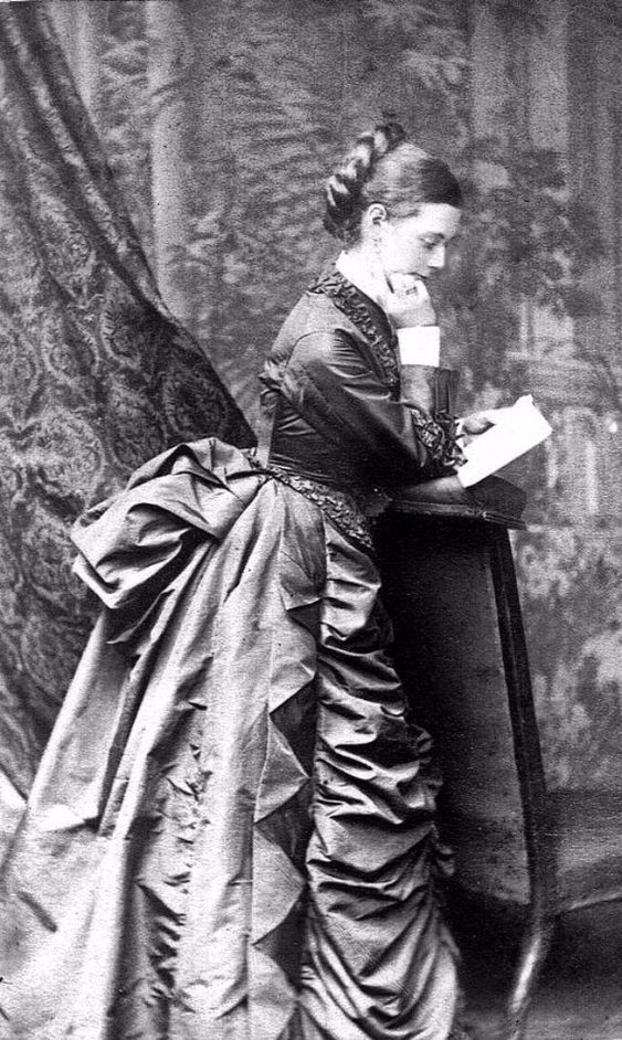 Victorian Readers – 51 Fascinating Vintage Photos of Beautiful Teen Girls Reading Books from the Late 19th Century
