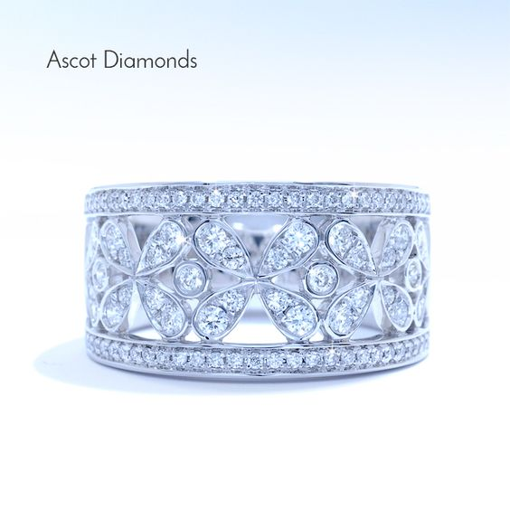 New Year's Eve is right around the corner. What are you going to wear?? #Ascotdiamonds #jewelry #special #holiday #band #diamonds #theknot #proposal #2015 #love #holidayshopping #design #finejewelry #fashion #art #diamonds #monday #rtlny #ascotteam #ice #color #highjewelry #style #nyc #DC #Atlanta #Dallas #Regram #glam #propose  #season