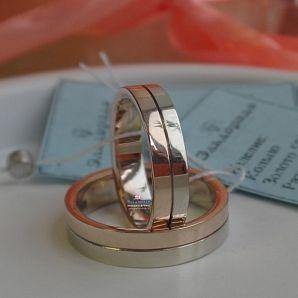 Двухцветное обручальное кольцо