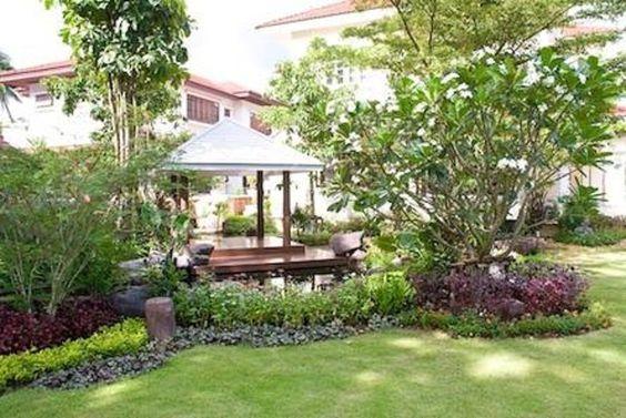 ศาลานั่งเล่น ริมบ่อปลา  บ้านคนไทยที่มีฐานะมักมีศาลานั่งเล่นและสระหรือบ่อน้ำแบบนี้