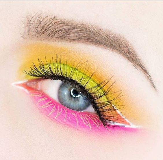 We love @rebeccashoresmua NEON eye⚡️ She used the RADIOACTIVE stack + BLURR shadows to create this look. #meltcosmetics #meltradioactive #meltdarkmatter