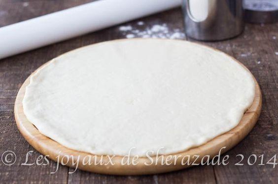 Pâte à pizza épaisse et moelleuse, comme chez pizza HUT  une bonne pizza maison, hmm tout le monde aime,!! ah oui tout le monde aime ça !! en tous les cas