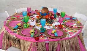 For the beach or swimming pool party this Tiki tablescape will set the mood.