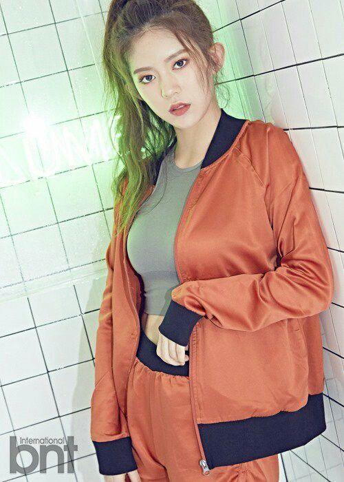 Daisy__MOMOLAND__Yoo_Jung_Ahn | Daisy, Fashion, Korean model