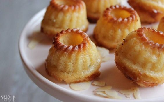 Mini-Gugl mit Honig und Mandeln