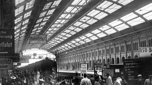 BERLIN Der Postdamer Bahnhof