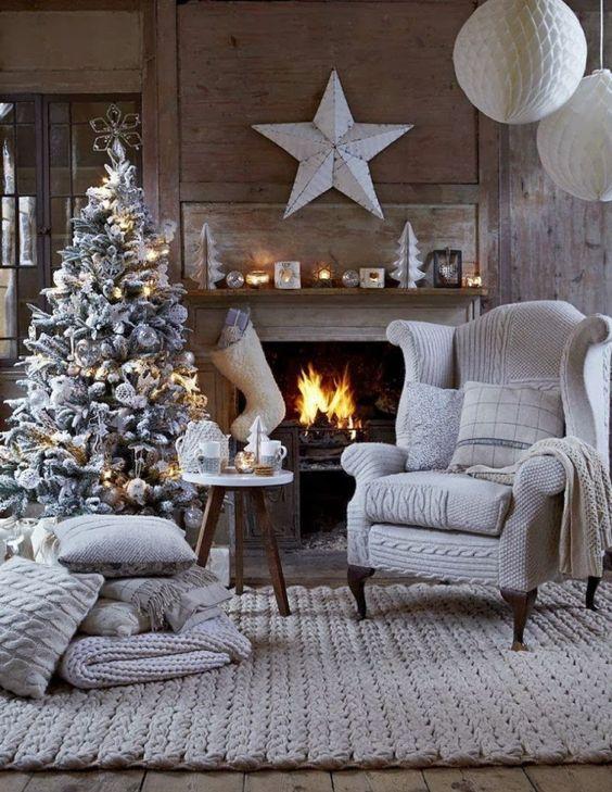 décoration de Noël pour le salon en gris clair et blanc cassé