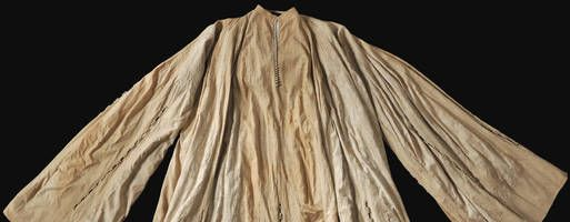 1519 Luxembourg - Special exhibits at Castle Friedensstein issued | Thüringer Allgemeine - Robe (Gewand) of Maximillian I. Probably the one he took with him to the Monastery and then later returned to the castle.