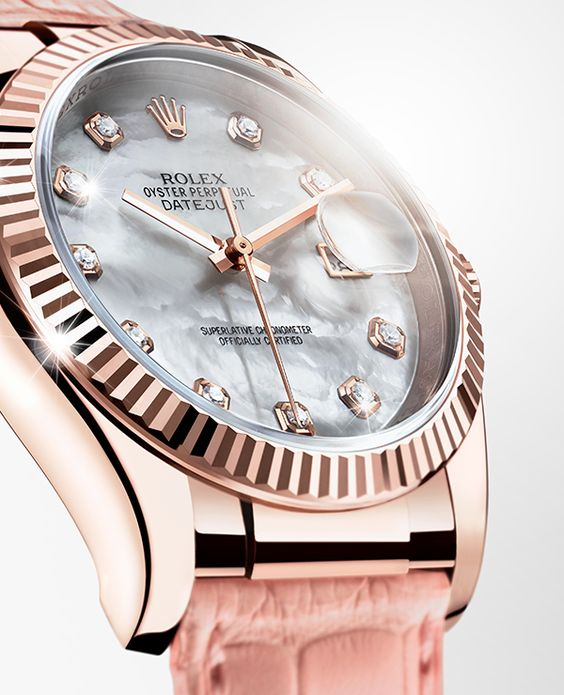 The Rolex Datejust 36 in Everose gold, with a fluted bezel, mother-of-pearl dial and a pink leather bracelet.: