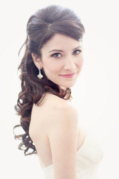 half-up curls | Simply Bloom #wedding