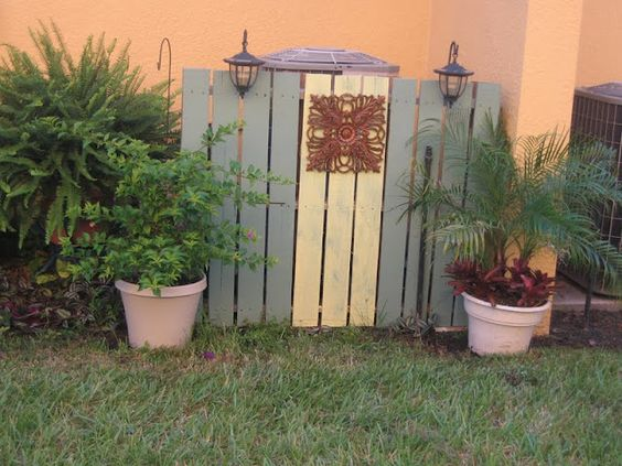 Pallet fence a great way to hide trash cans or air for Ways to hide air conditioning units