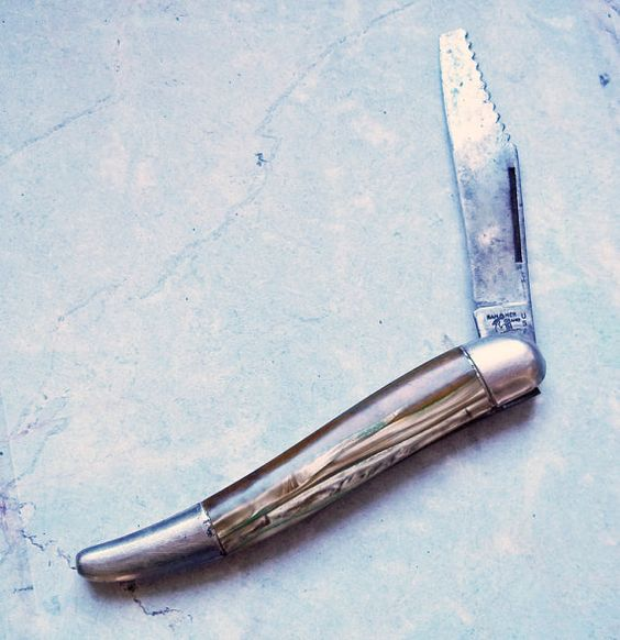 Vintage Hammer Brand Single-Blade Pocket Knife w/ Saw Edge - Unusual Pearlized Handle