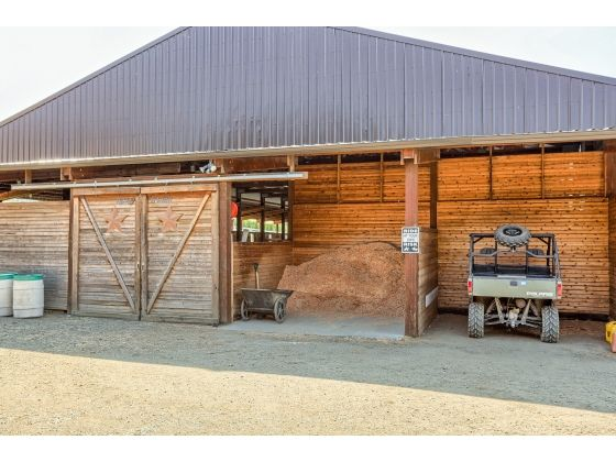 Horse Facility Medford OR Perfect Storage For Shavings And Tractor