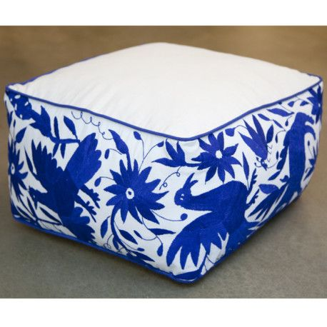 pouf carr bleu otomi by vibamos grand pouf carr broderies sur les c t s bords brod s. Black Bedroom Furniture Sets. Home Design Ideas