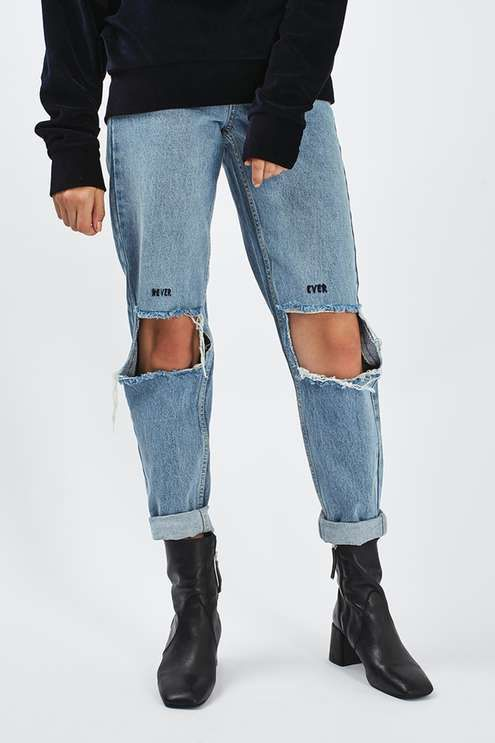 Crafted from pure cotton, our MOTO Mom jeans get a cool update with an eye-catching slogan embroidery above the busted knee rips. In a 90's inspired bleach stone denim, they are cut with the definitive mom high waist and a tapered leg. Wear them folded at the cuffs to complete the look.