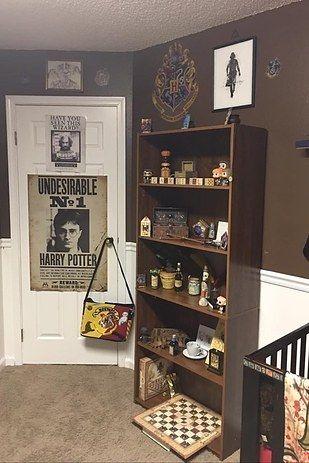 Tiffany dijo que creció leyendo los libros y quería crear el cuarto de bebé porque la serie de libros cambió su vida por completo.   Este cuarto de bebé al estilo Harry Potter es maravillosamente encantador
