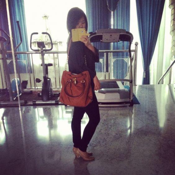 told ya I gt my MK Hamilton Large bag :D