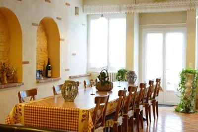 salle à manger des Chambres d'hôtes et gîtes à vendre près l'Isle Jourdain et Toulouse