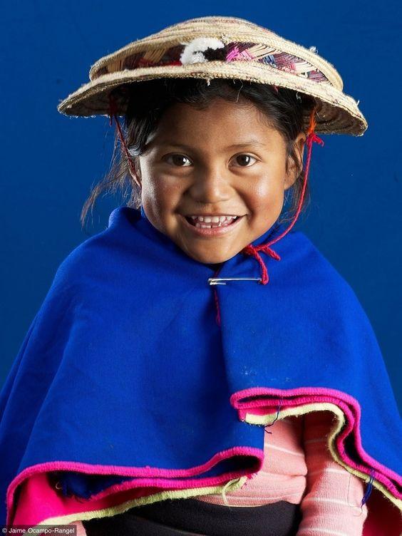 Niña indígena guambiana, Cauca-Colombia
