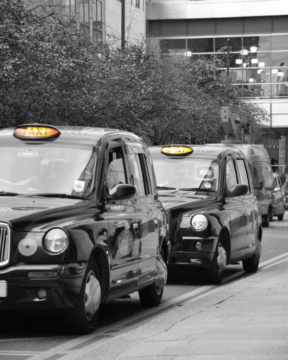 #London #travelfanatic #instatravel #travelingourplanet #travelphotography #globtrotter #capital #uk #taxi #londontaxi #canarywharf #europe #lovetotravel #photographylovers #photographyismylife #blackandwhite #yellow #traffic #cars #oldcars #instaphoto #nikonphotography #softboxphotostudio by softbox_justine