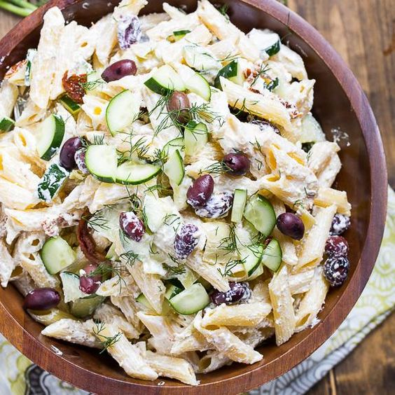 Pour des lunchs prêts rapidement et facilement, voici 14 recettes de salades de pâtes, avec des fruits, des noix, du fromage. Essayez-les toutes!