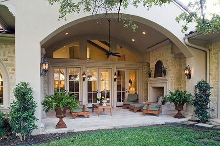 Outdoor living room. Oh, how I love this!!