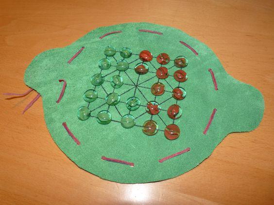 Spiel im Lederbeutel (Alquerque)