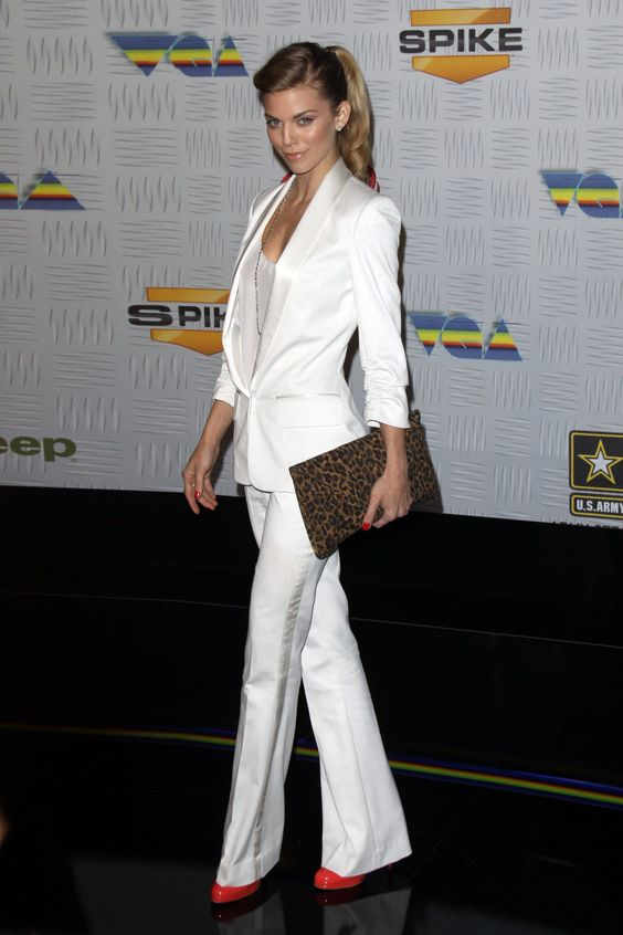 Skirt suits, uniforms, amazing dresses...: AnnaLynne McCord