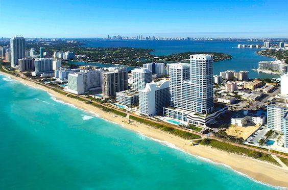 Kilometerlanger Strand in Miami Beach. Das Paradies für Surfer und Wasserratten.